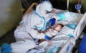 Covid, la foto simbolo dell'infermiera che abbraccia il bambino, scattata ad  Ancona   Sky TG24